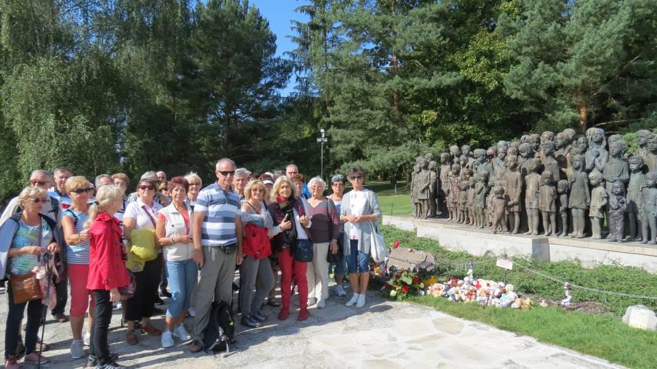 U Památníku dětských obětí války