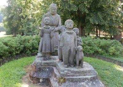 Sousoší Babička s dětmi patří k nejkrásnějším českým pomníkům